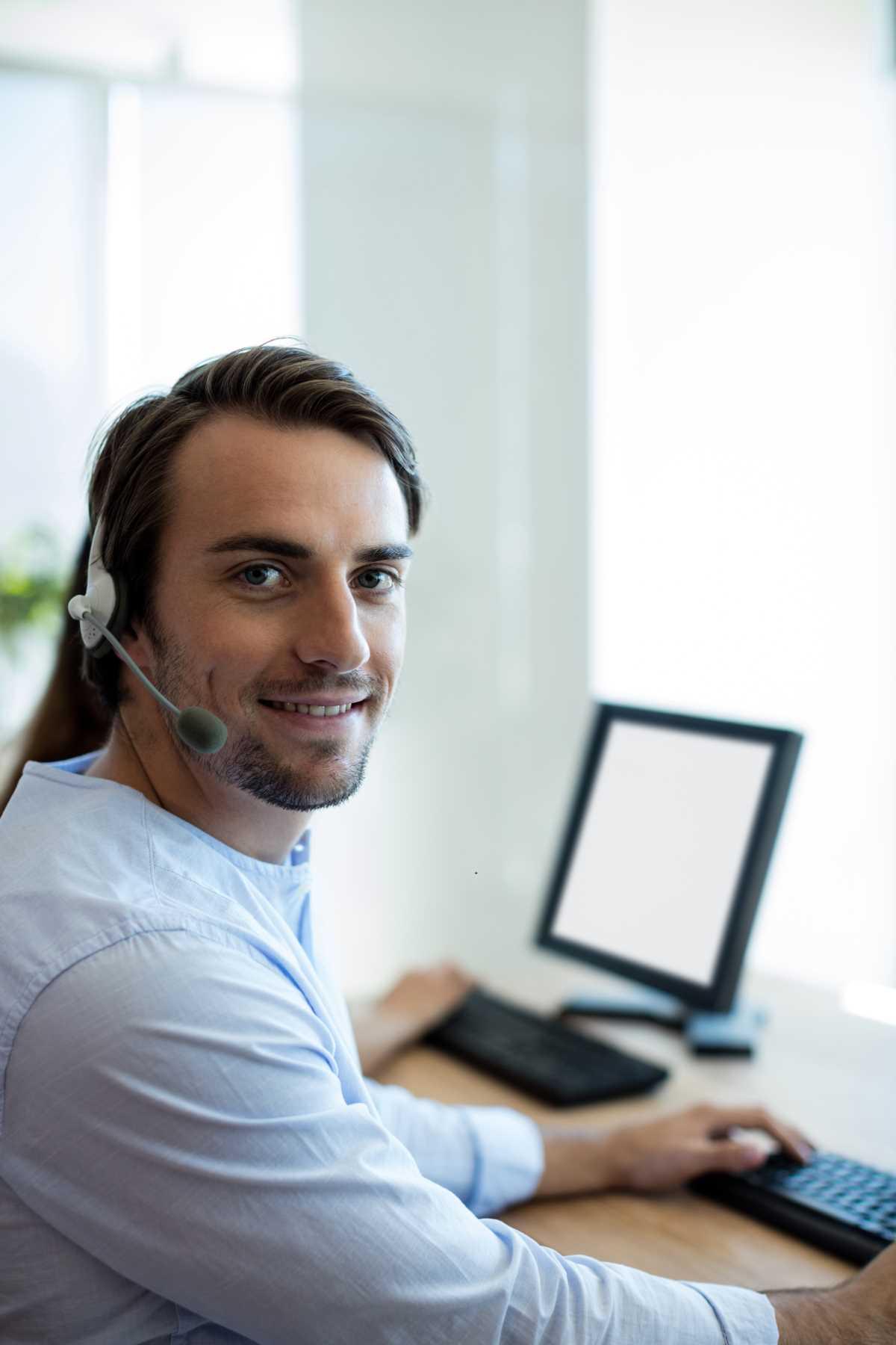 pracownik telefonicznego back office
